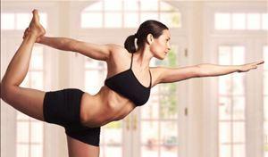mulher fazendo yoga - Foto: Getty Images
