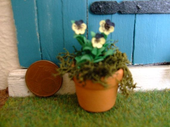 1 inch scale for  dollhouse garden or patio by debsminiatures