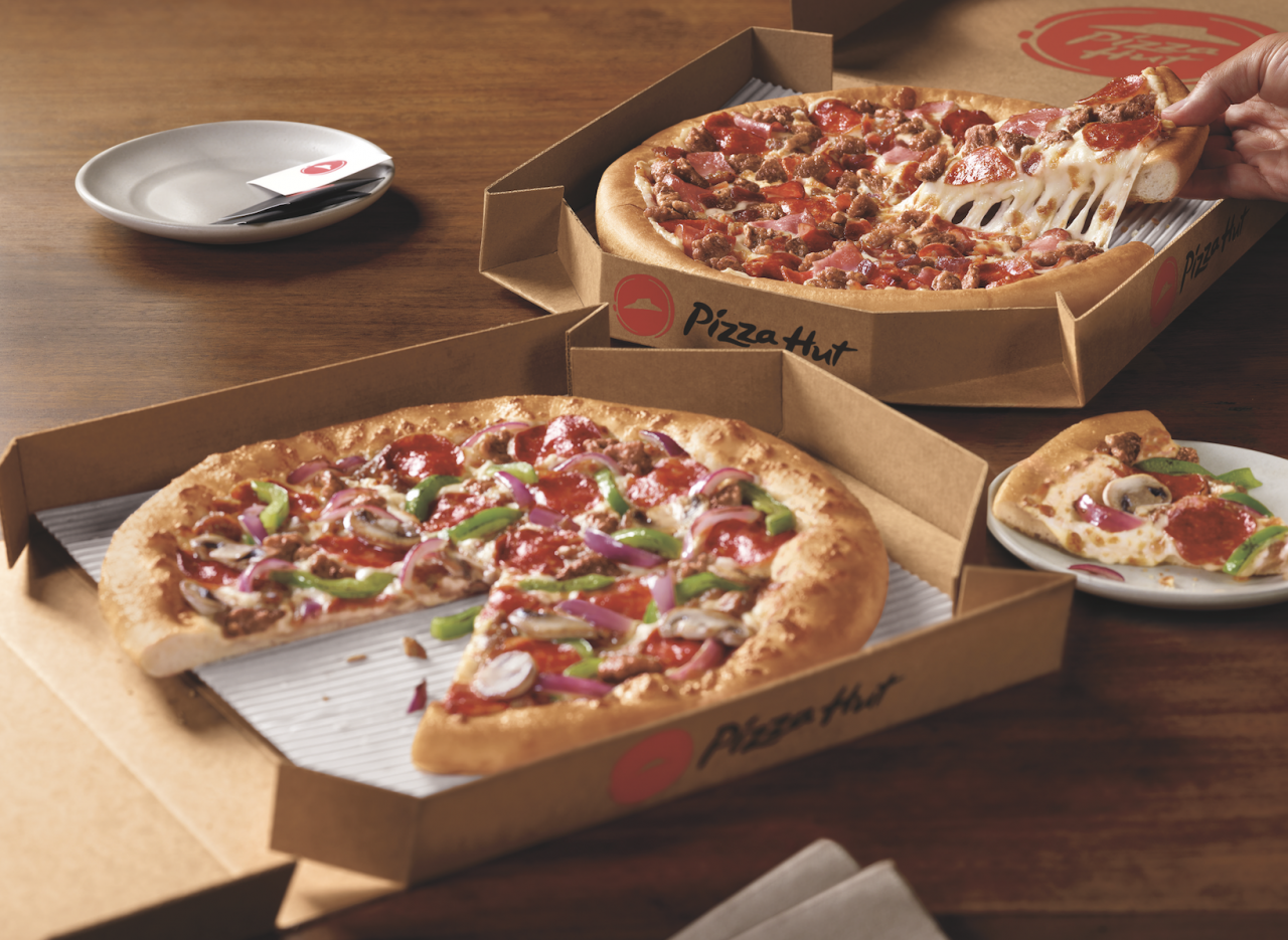 Pizza Hut Will Give Out Free Pizza If Fastest Touchdown Record Is Broken During Super Bowl National Pizza Month Pizza Hut Pizza