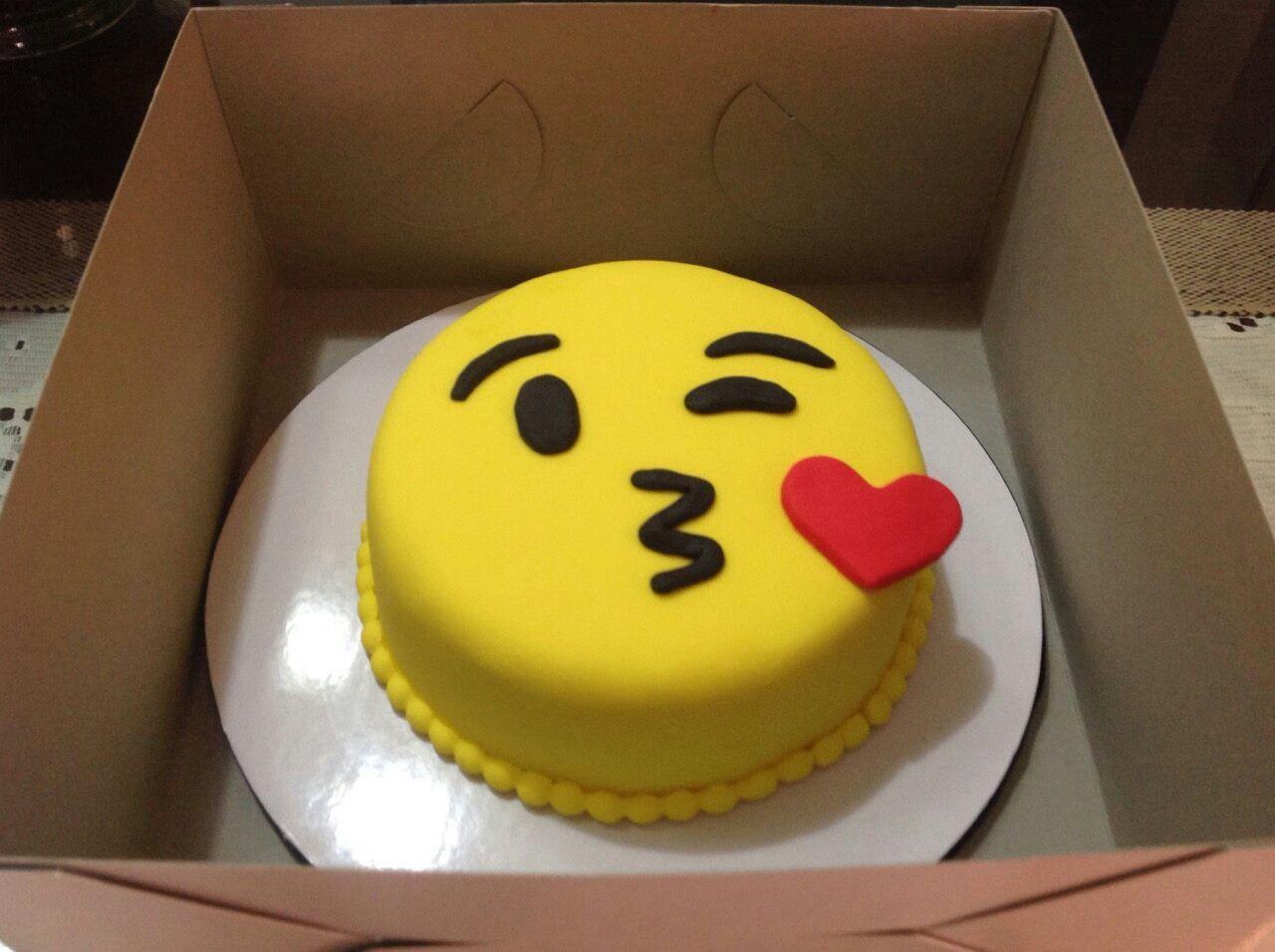 Emoji Cake Odessa Pinterest Kuchen Geburtstag Kuchen And