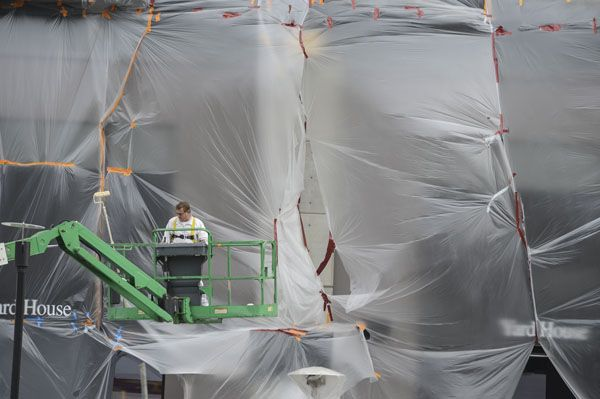 Here S What One Commercial Painter In Ca Did To Keep Painting Through The Rain Doubt This Works Well And A Gust Of Wind W Los Angeles Area Rain Los Angeles