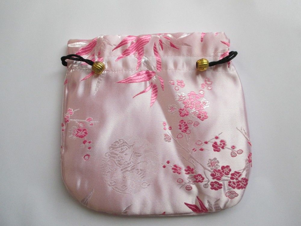 Pink Jewelery bag via crimeajewel. Click on the image to see more!