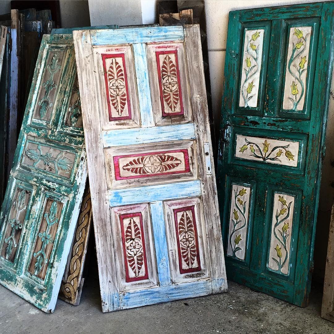Eski Ahşap oymalı kapılar, Anadolu bahçede satışta -Ayvalık  http://turkrazzi.com/ipost/1518700356836959441/?code=BUTge2ZhqTR