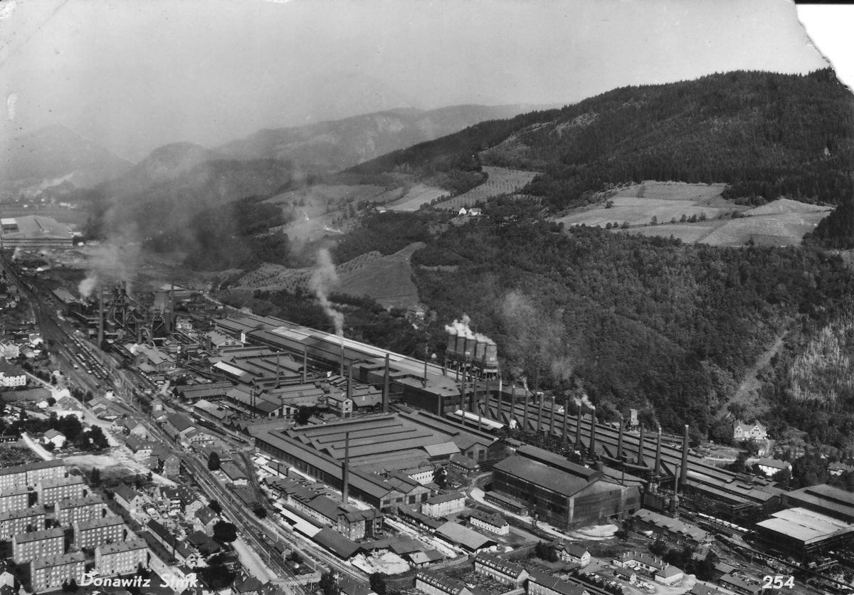 Drei historische Ansichten der Hochofenanlagen in Leoben-Donawitz: 1.Hochofenansicht von Max Mayer, Leoben 1922 2. Hälfte eines Stereo-Bildes um 1930: Hochofen-Detailansicht 3. Luftbild von Foto-Hr…