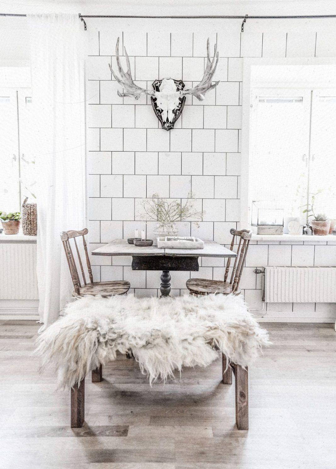 Beau White Tile Wallpaper In Madelene Billmanu0027s Kitchen   We Love The Look!  #scandinaviankitchen #kitcheninspo #wallpaper #wallmural #tiles #whitetiles  #kakel ...