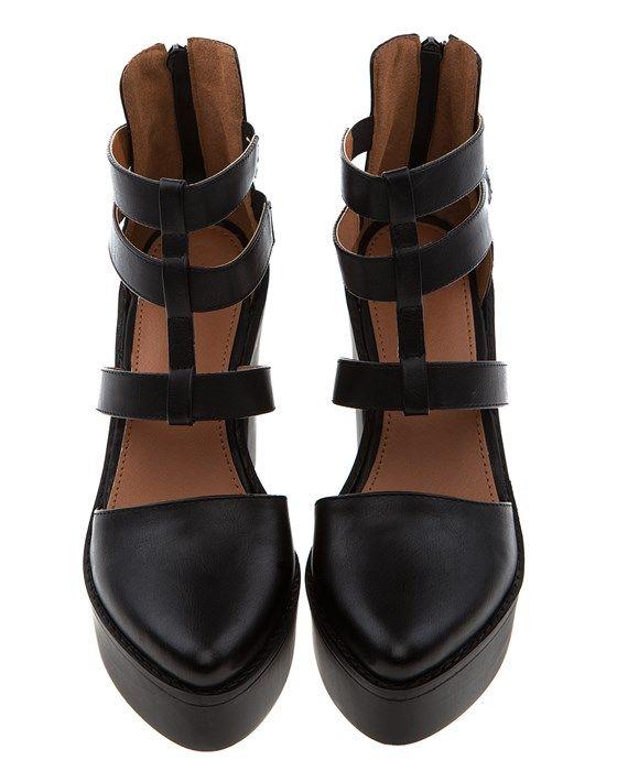 Snygga svarta skor med klossklackar och platå.Snyggt med den