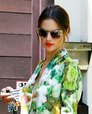 Bold lips for everyday errands? Alessandra Ambrosio has fun with her summer beauty look and you should, too!