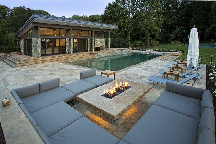Haus mit Pool und Sitzecke um die Feuerstelle | Garten | Garten ...