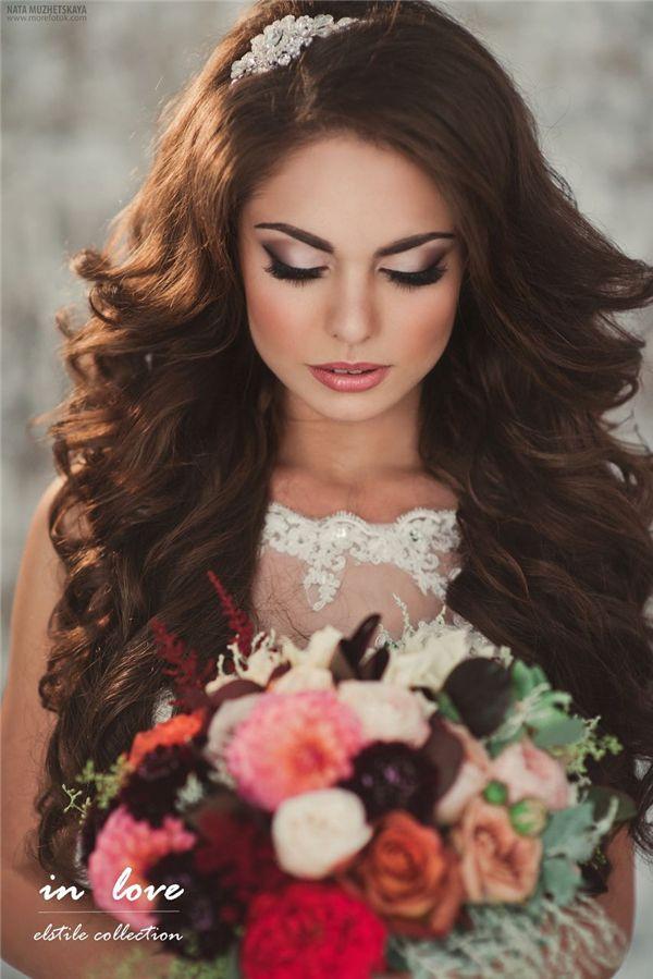 21 Inspirational Vintage Retro Wedding Hairstyles | http://www.deerpearlflowers.com/21-inspirational-vintage-retro-wedding-hairstyles/