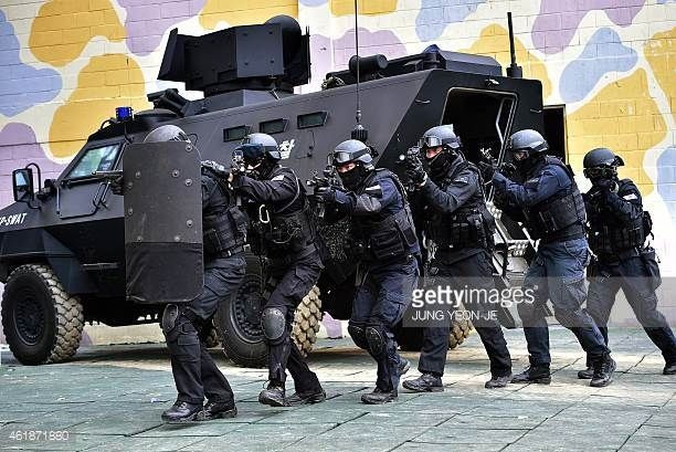 South Korean Police Swat Team Members Move Into A Building During
