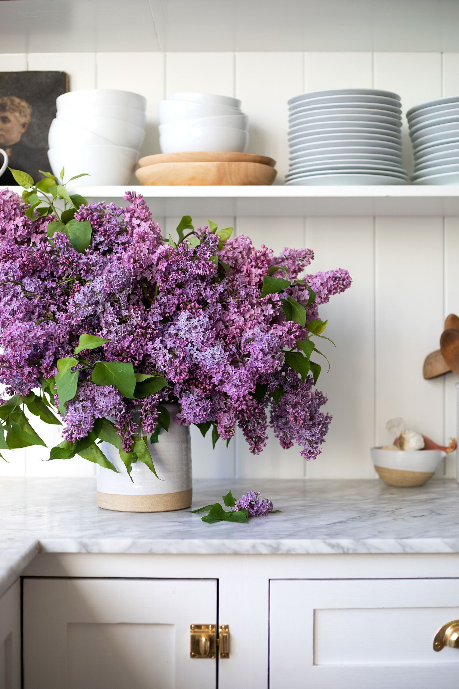 How to Arrange an Overflowing Bouquet of Lilacs in a Crock & Keep Them From Wilting — The Grit and P