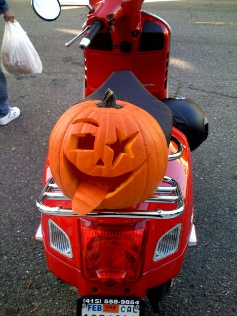Carving some fun!  #vespa #vespahartford #scooter #scootercentrale #fun #smile #hartford #connecticut