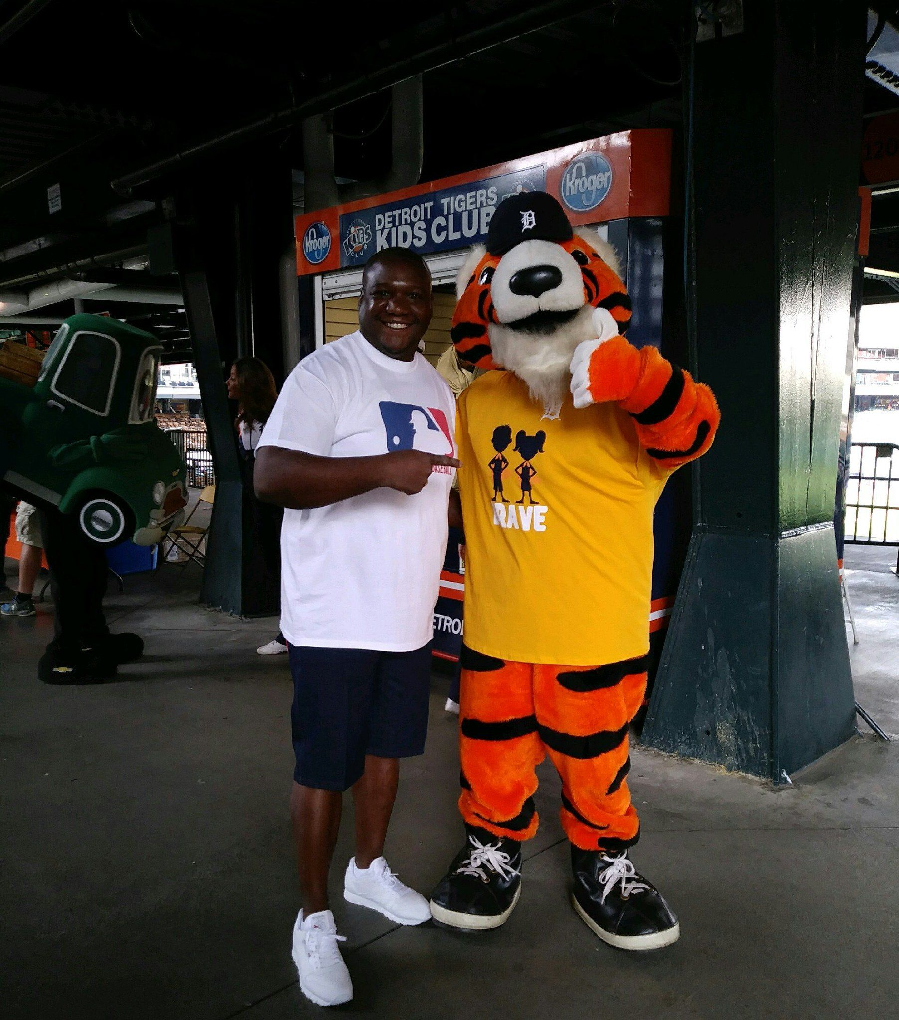 Intriguing Mascotbefore Game Brian On Paws Detroit Tigers Mascot Pinterest Detroit Tigers Beat Writer Twitter Detroit Tigers Auntics Twitter Brian Mcrae On Out nice food Detroit Tigers Twitter