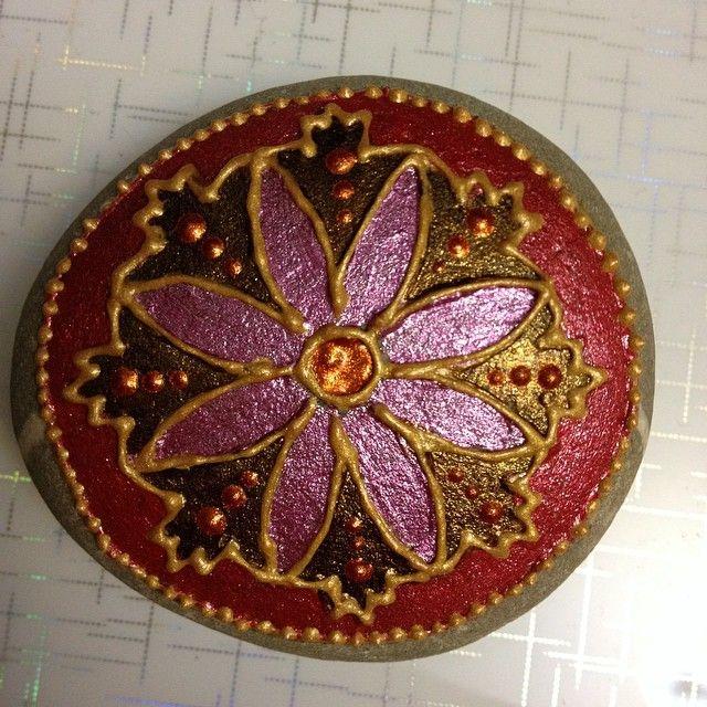 #dotillism #paintedstones #paintedrocks #mandala #mandalastones #dotting #dot #stone #painting #art #rockart #handpaintedstone…