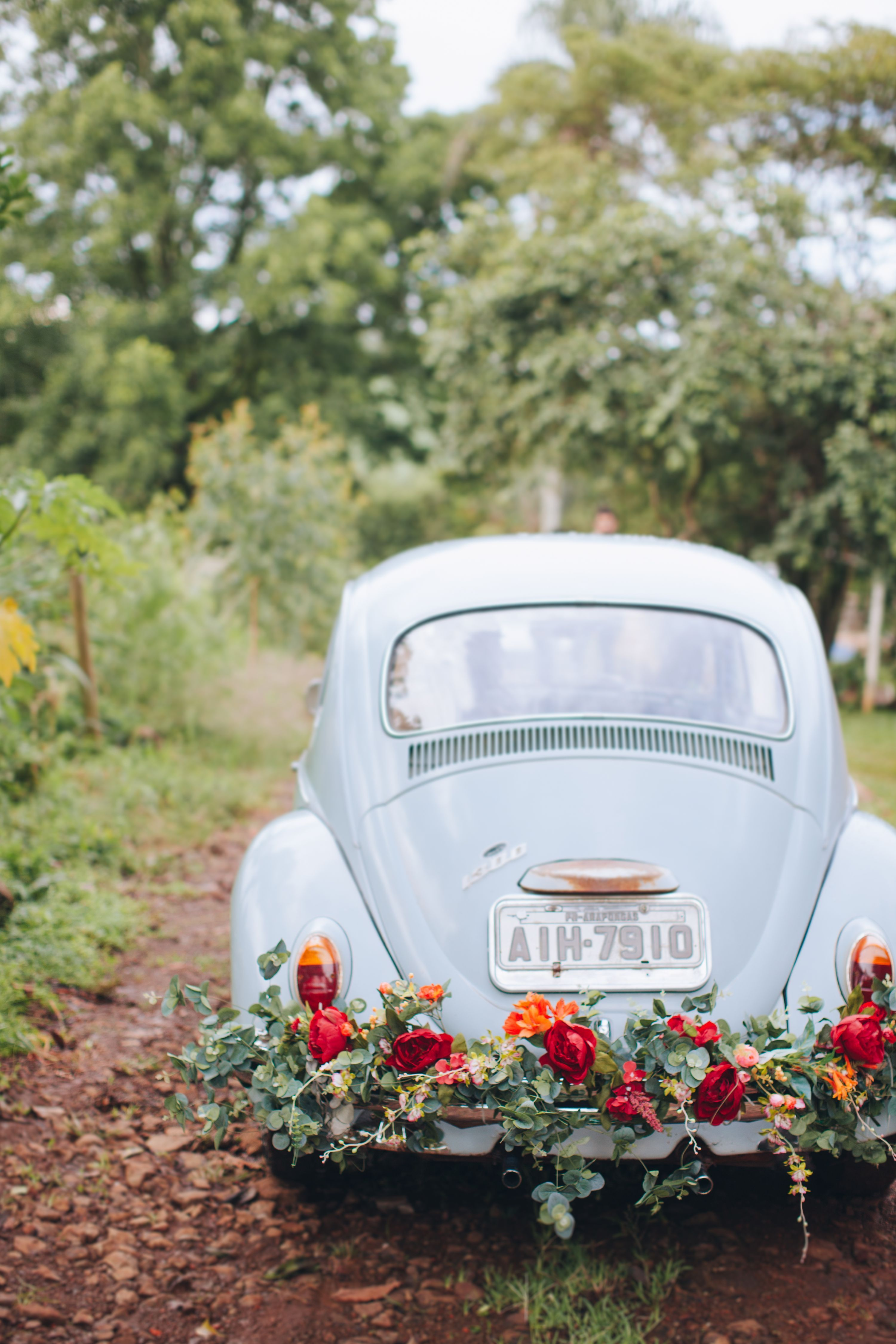 Wedding car flower decoration images  Ride off into the sunset on the cutest getaway car Dawning a