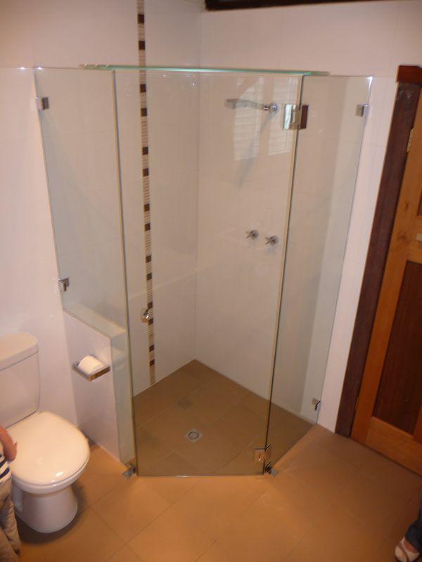 nib wall in shower frame - toilet roll holder | bathroom | Pinterest ...