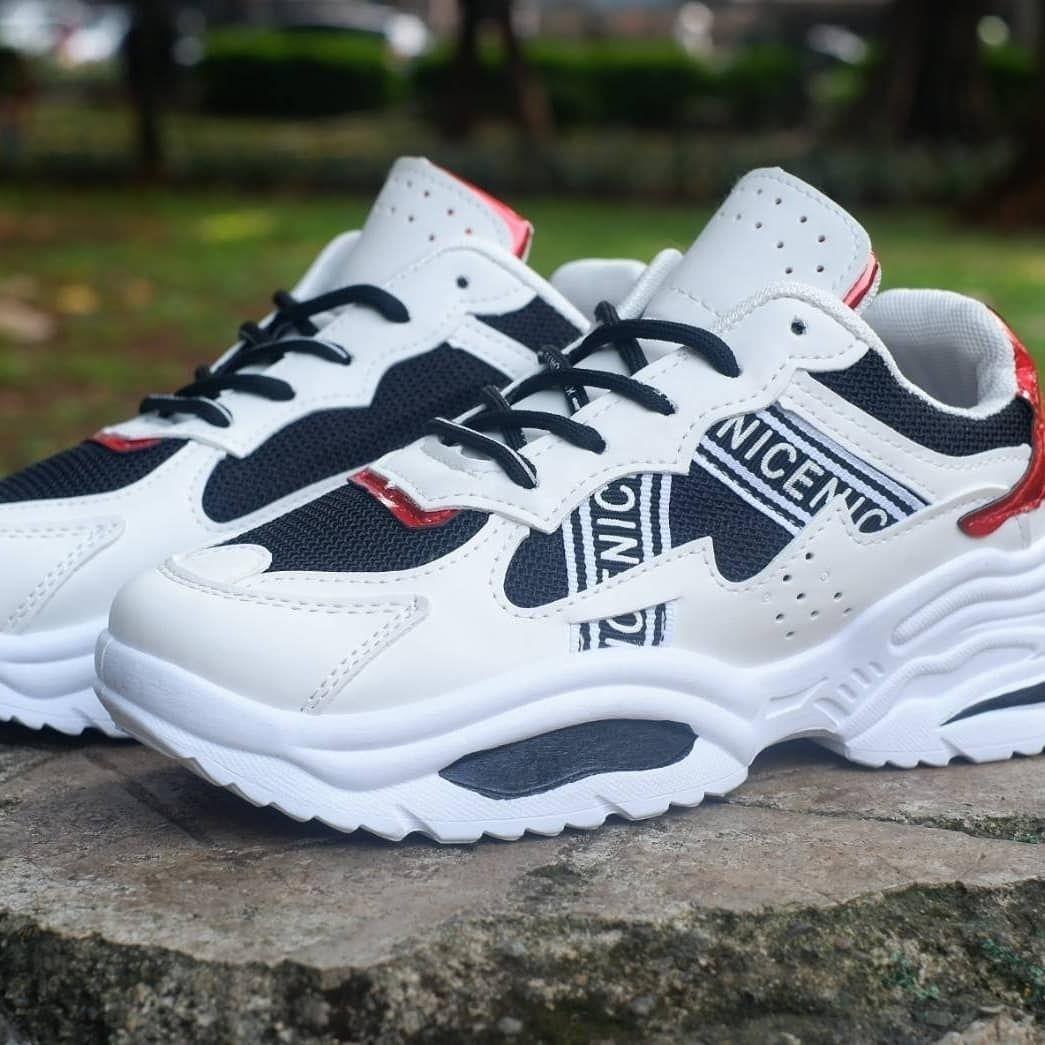 Apakah kamu seseorang yang mencari : ++Sneaker dengan model ...