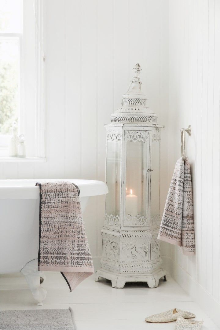Amara | Fantasy Collection | #AmaraAW16 | Bathroom Inspiration | Add a touch of colour to your bathroom with soft pink tones! Who else loves these patterned towels? Shop the Fantasy Collection...