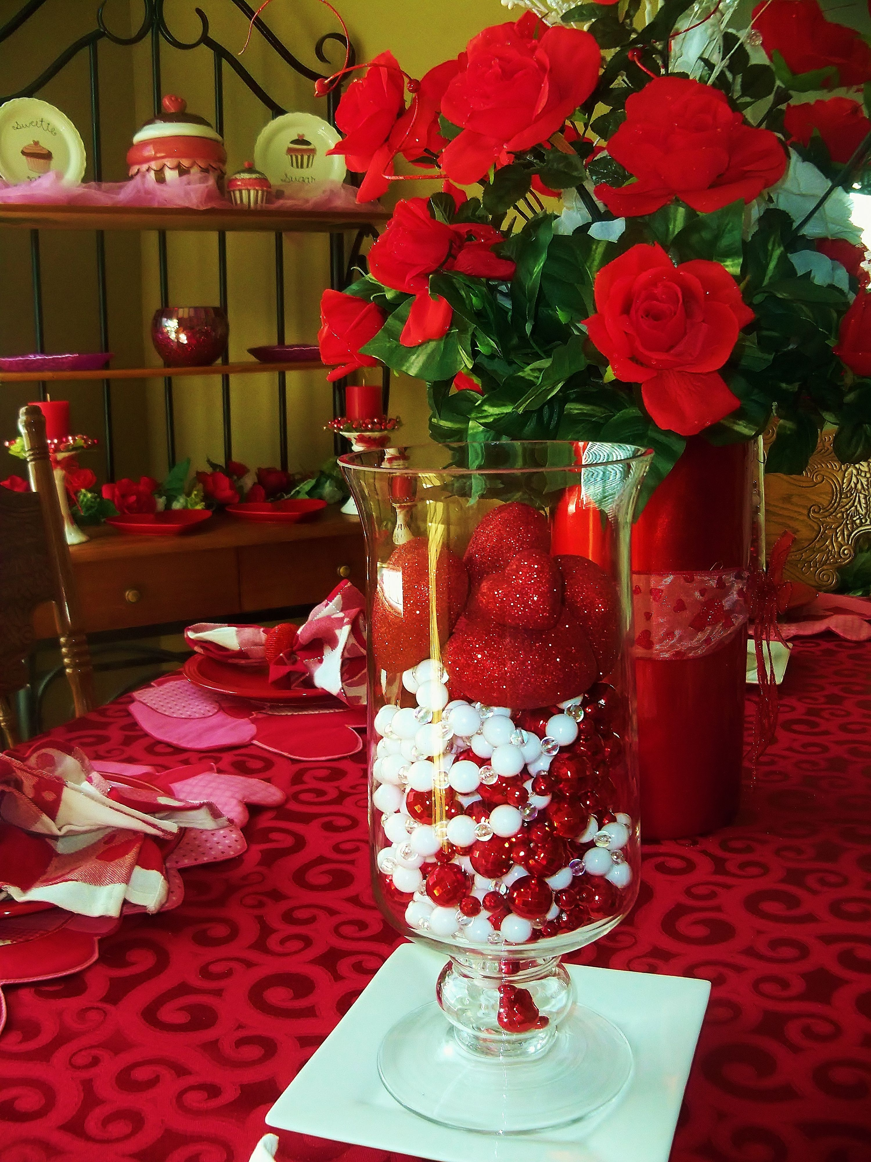 Display of a beautiful Valentine setting. | Table ...