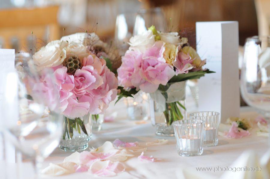 Hochzeit Tischdeko Rosen Rosenbluten Rosa Creme Glasvase Hochzeits