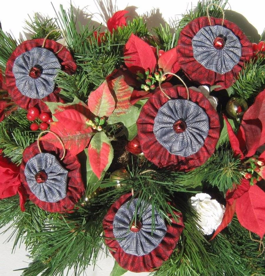 Americana christmas ornaments - Primitive Americana Christmas Yoyo Ornaments Each Ornament Consisted Of Red Blue Coordinating Fabric