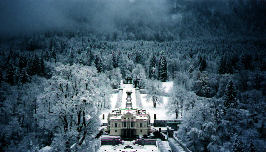 Visited Linderhof Palace In Bavaria While On Christmas Market Tour It Was The Home Of King Ludwig Ii Spectacular Linderhof Palace Germany In Winter Castle