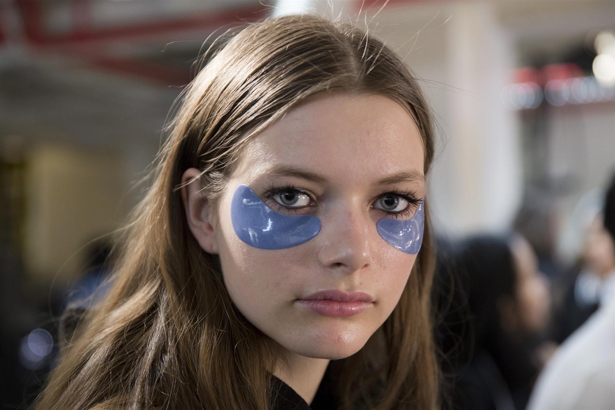Esto es lo que NUNCA debes hacer cuando te maquillajes