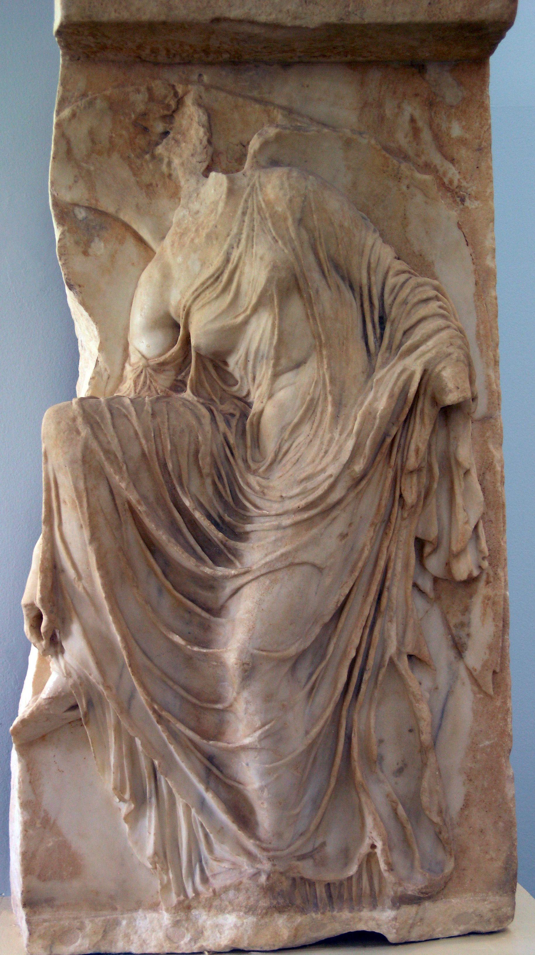 newest 0a91f ecd6f La diosa Nike Atenea, representada como Victoria, desatándose una sandalia.  (Atenas, finales del siglo a. C.)25