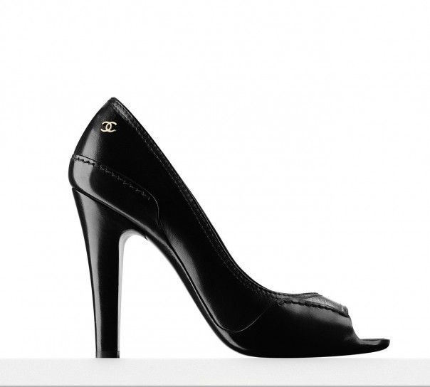 D�collet�s in vernice nera open toe Chanel