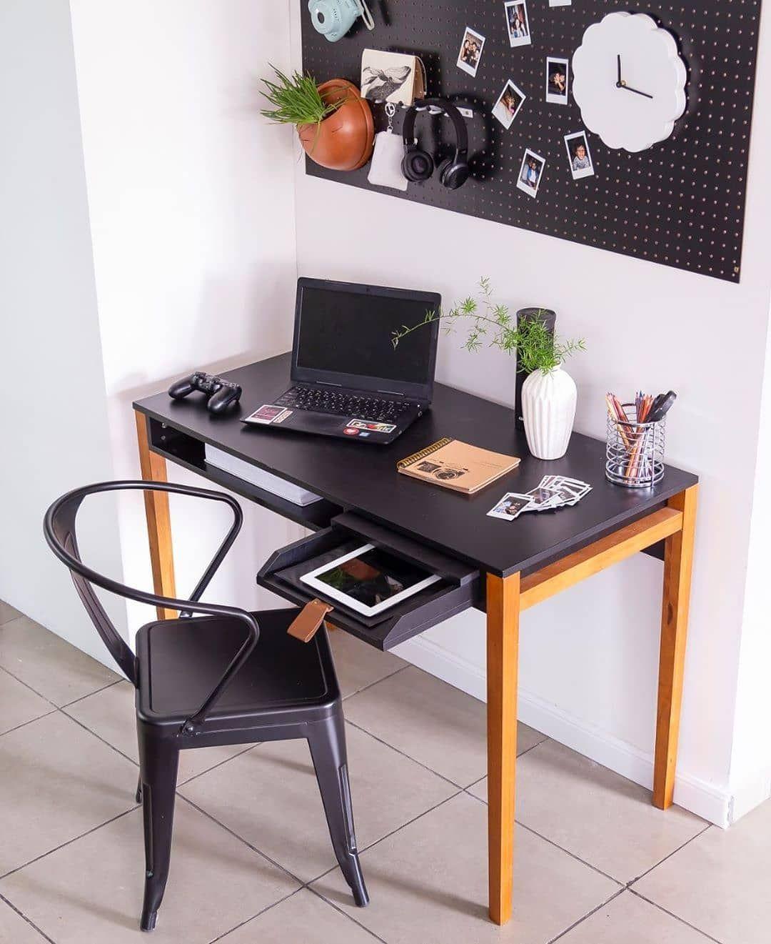 مكتب مصغر لانجاز المهام الصغيرة ما رأيكم في هاذ الديكور المتكامل ديكورات حديثة ديكورات خشبية ديكور مكتب مكتبتي دي Home Decor Furniture Decor