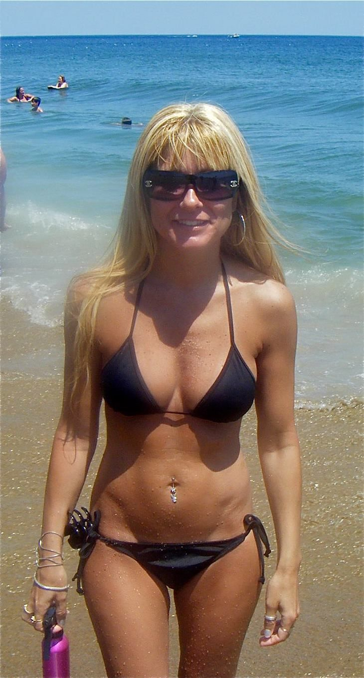 party beach Milf bikini
