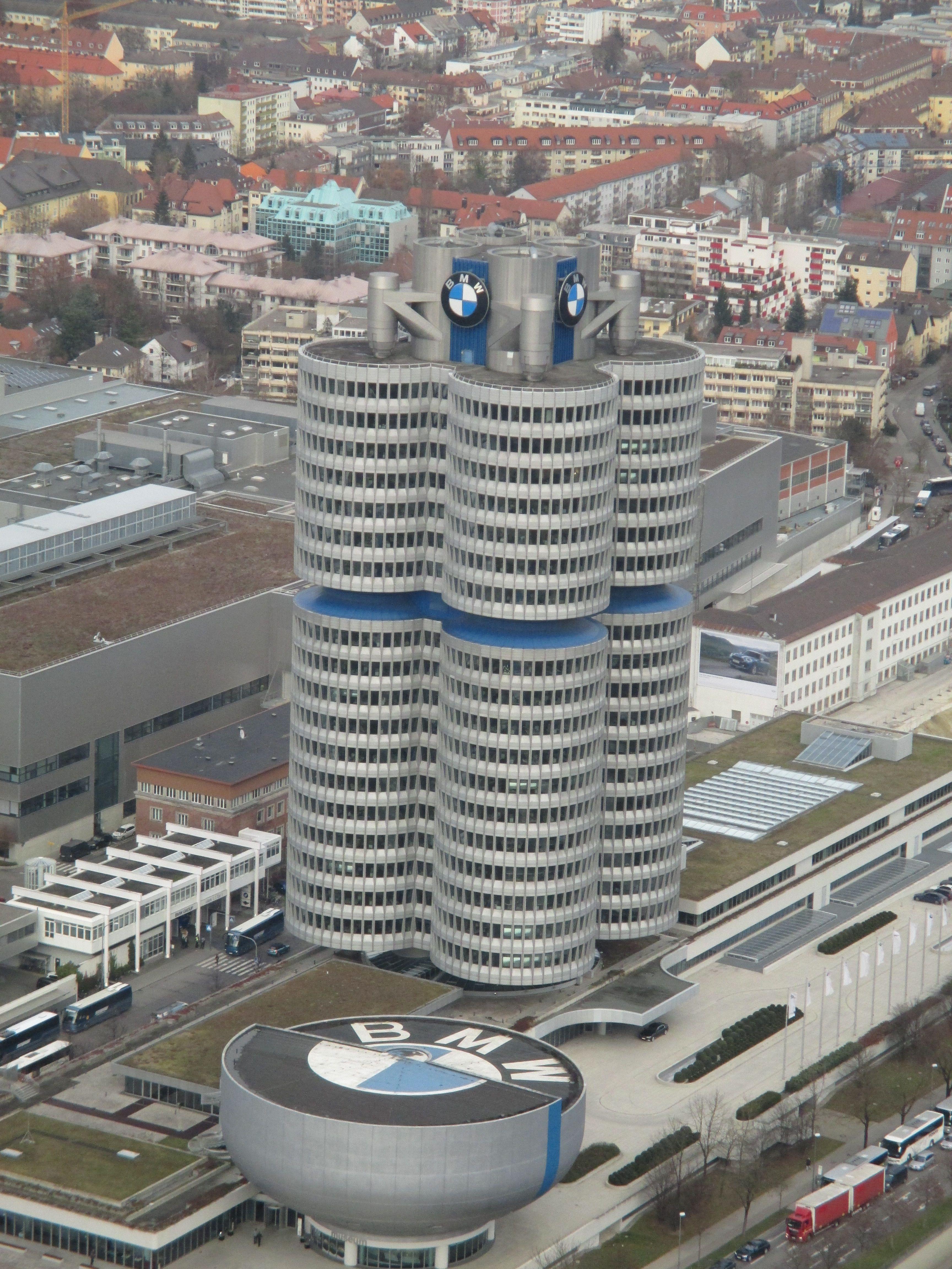 MÜNCHEN - Den BMW Vierzylinder kannst du gut vom Olympiaturm aus sehen