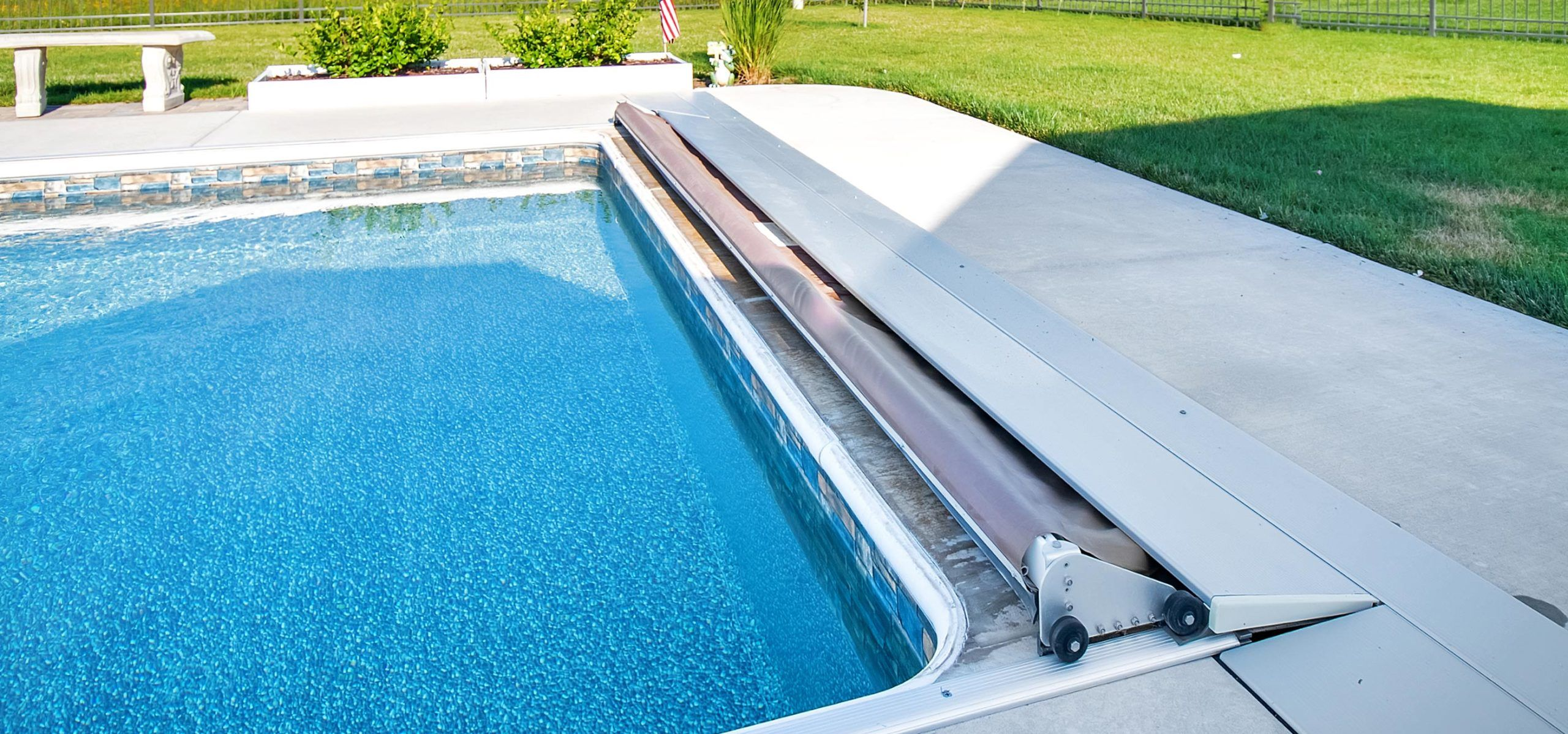 Automatic Pool Covers in 2020 Automatic pool cover, Pool