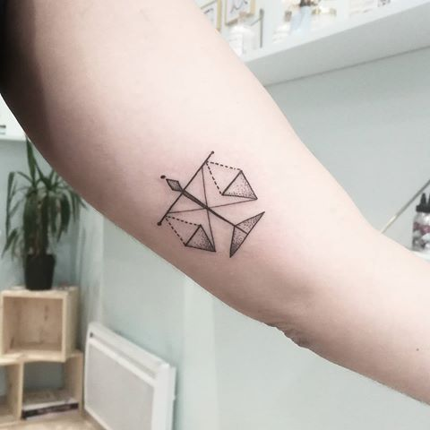 tatouage balance justice femme   tuer auf