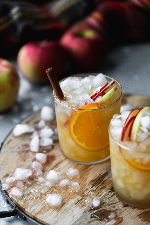 Spiced Orange Apple Cider Sangria #applecidersangriarecipe