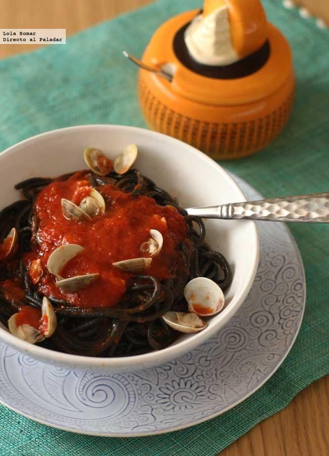 Receta de espaguetis negros con chirlas. Receta de pasta, con fotos del paso a paso y consejos de elaboración, de presentación y de degustación