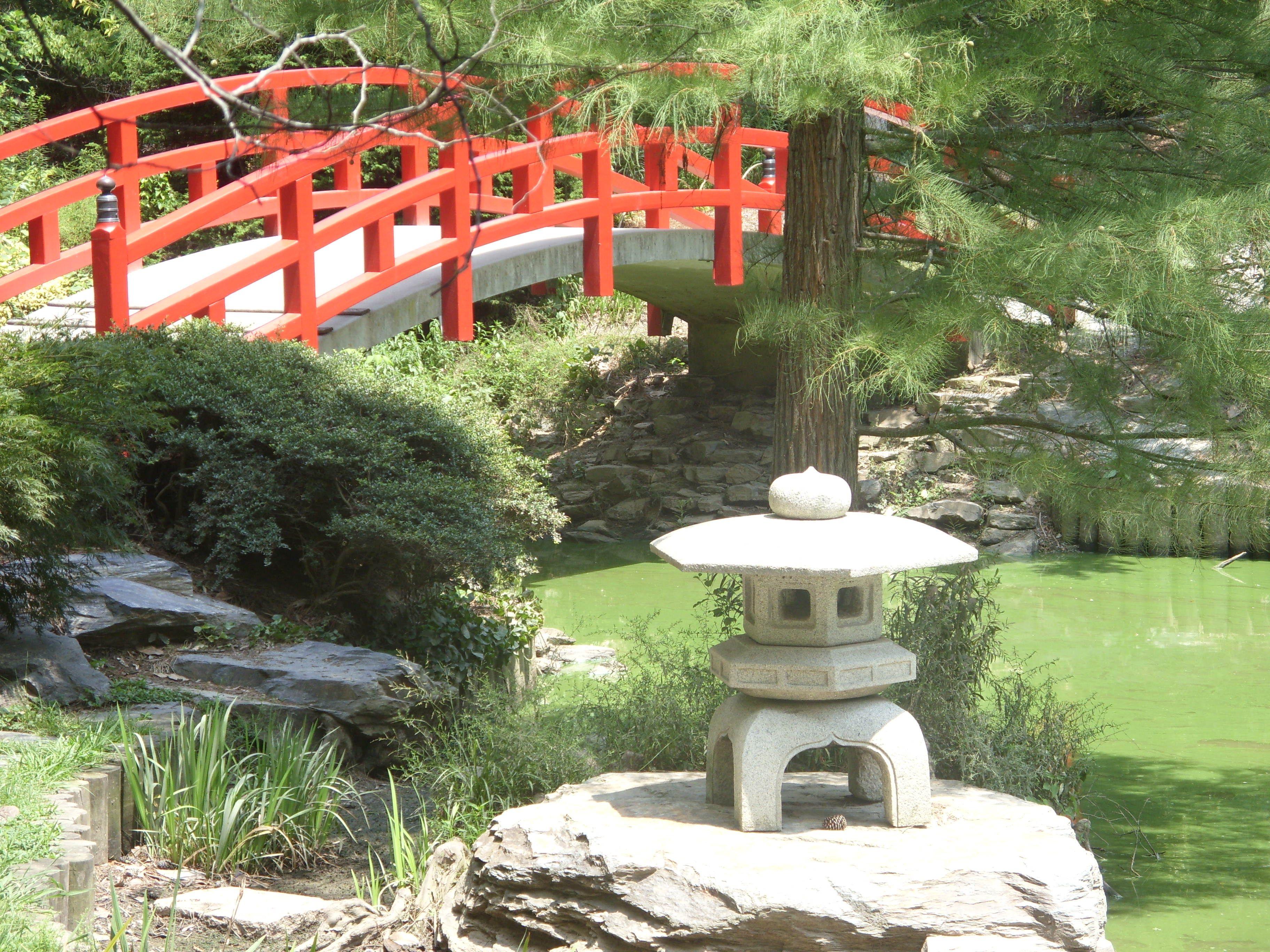 Duke Gardens Garden, Garden bridge, Outdoor structures
