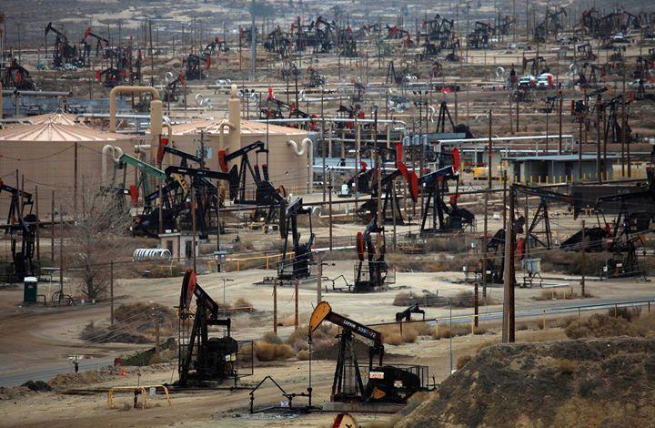 شركة النفط الاميركية اضافت 19 منصة حفر الأسبوع الماضي - أعلنت شركة بيكر هيوز أن شركات النفط الاميركية اضافت 19 منصة حفر الأسبوع الماضي إلى 471 منصة. (هذا الخبر قيد التحديث) - المصدر (cnbc) - شركة عربية اون لاين للوساطة فى الاوراق المالية للاستفسار عن الاستثمار فى البورصة المصرية من خلال شركة عربية اون لاين للوساطة فى الاوراق المالية اتصل بنا كل ايام الاسبوع وفى كل وقت: من داخل مصر phone: 01028433301 phone: 01062659261 من خارج مصر phone: 201028433301 phone: 201062659261 whatsapp…