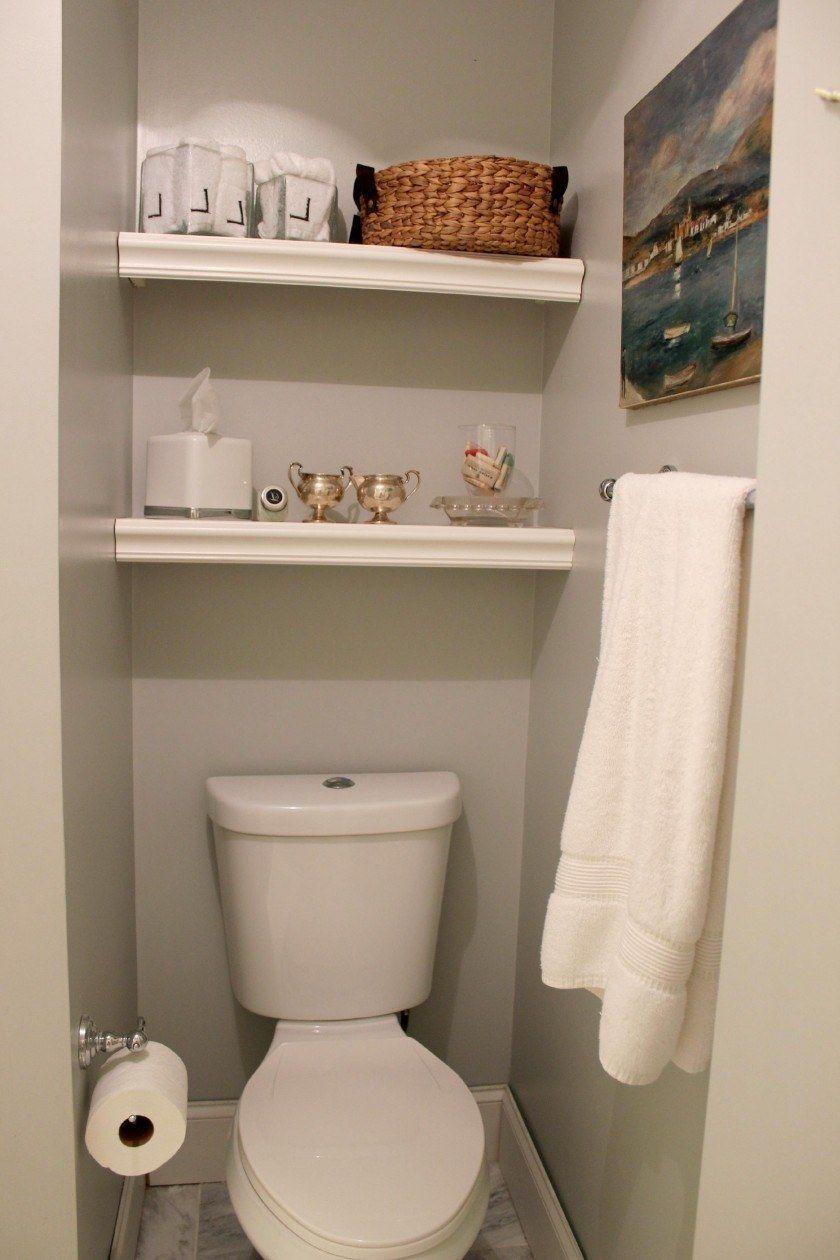 Pon peque as repisas en las paredes para aprovechar todo Repisas pequenas para bano