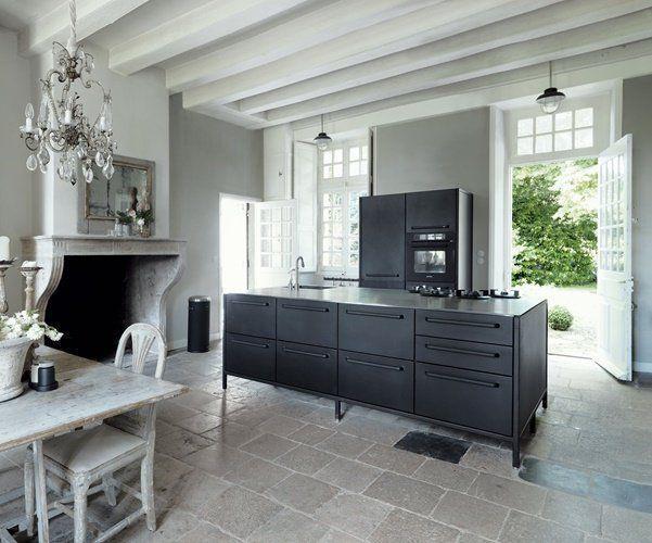 Keuken Van Vipp : Vipp keuken contrast met klassieke woning interior u place