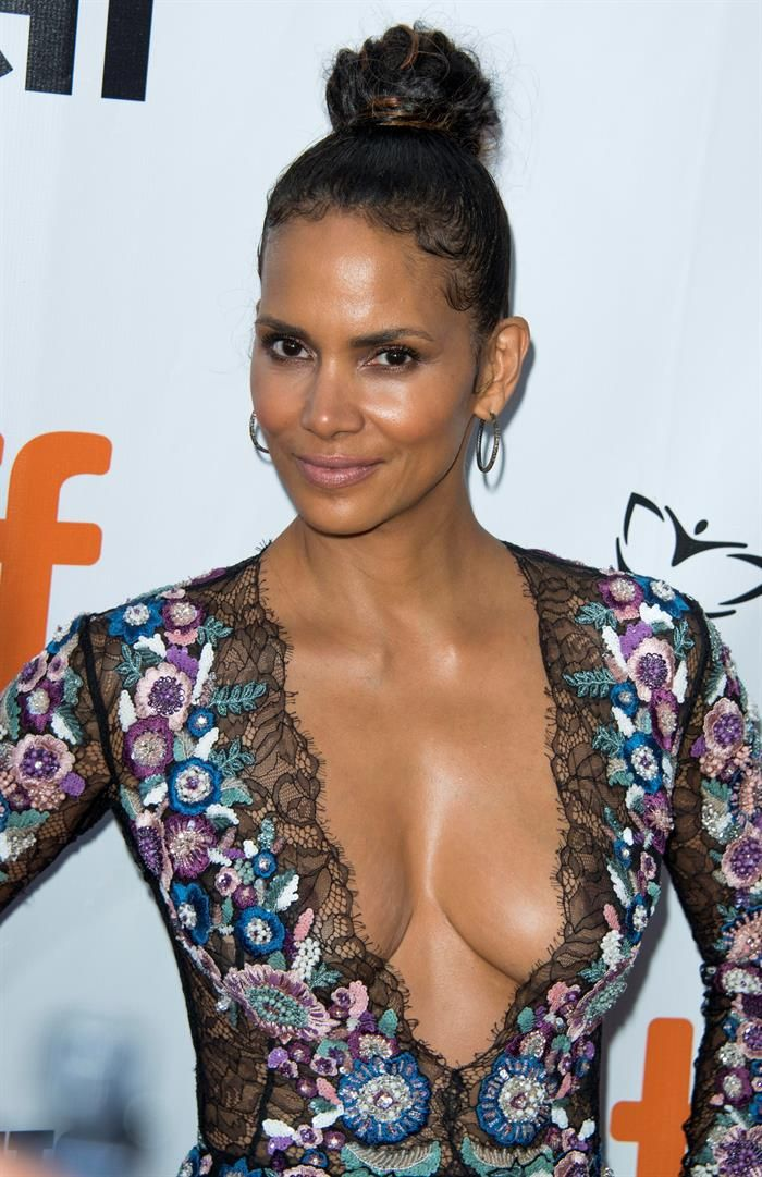 Halle berry sexy boobs