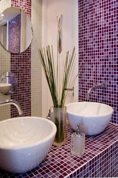 Colored bathrooms - banheiros com pastilhas