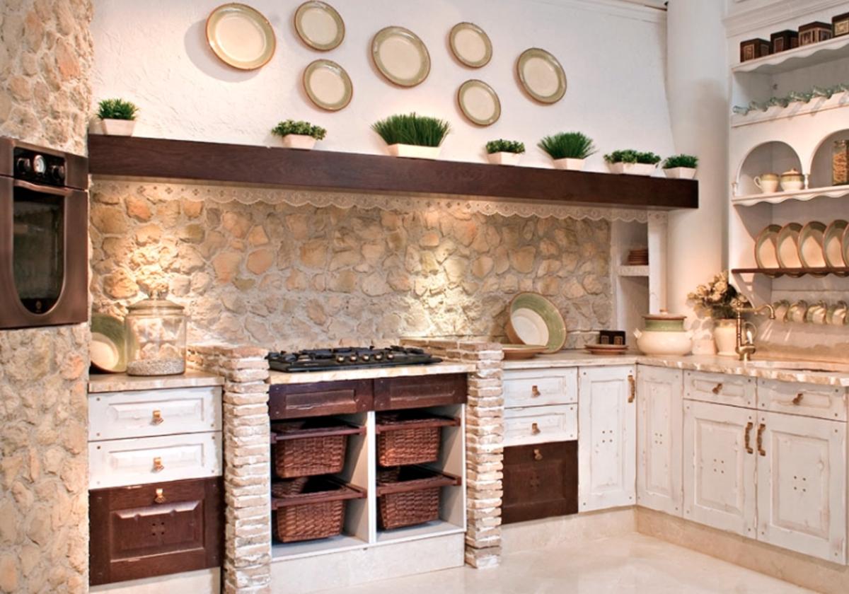 Credenza Finca Rustica : Cocina de estilo rústico en color blanco envejecido. hoy día las