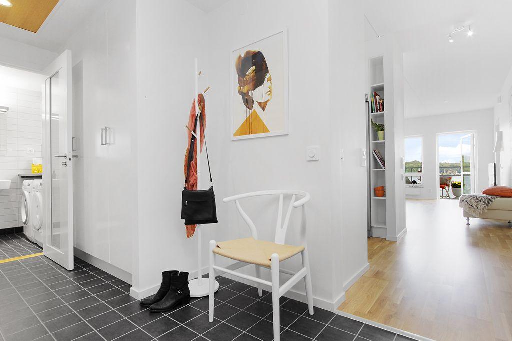 Scandinavian style apartment - www.homeworlddesign.com  (18)