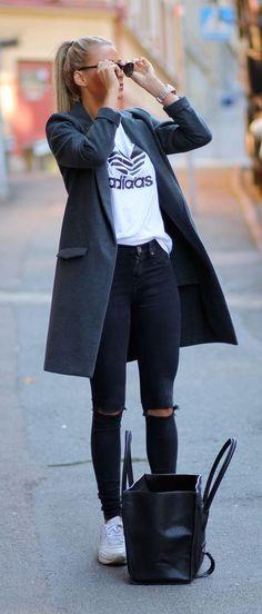 Grey walking coat, black distressed jeans, basic tee and white kicks!
