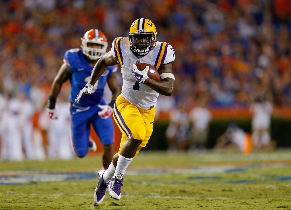 Leonard Fournette 7 Of The Lsu Tigers Carries The Ball During The Second Quarter Of The Game Against The Flo Lsu Tigers Football Heisman Trophy Florida Vs Lsu