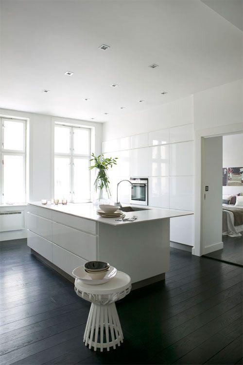 43++ Dark floorboards white kitchen trends