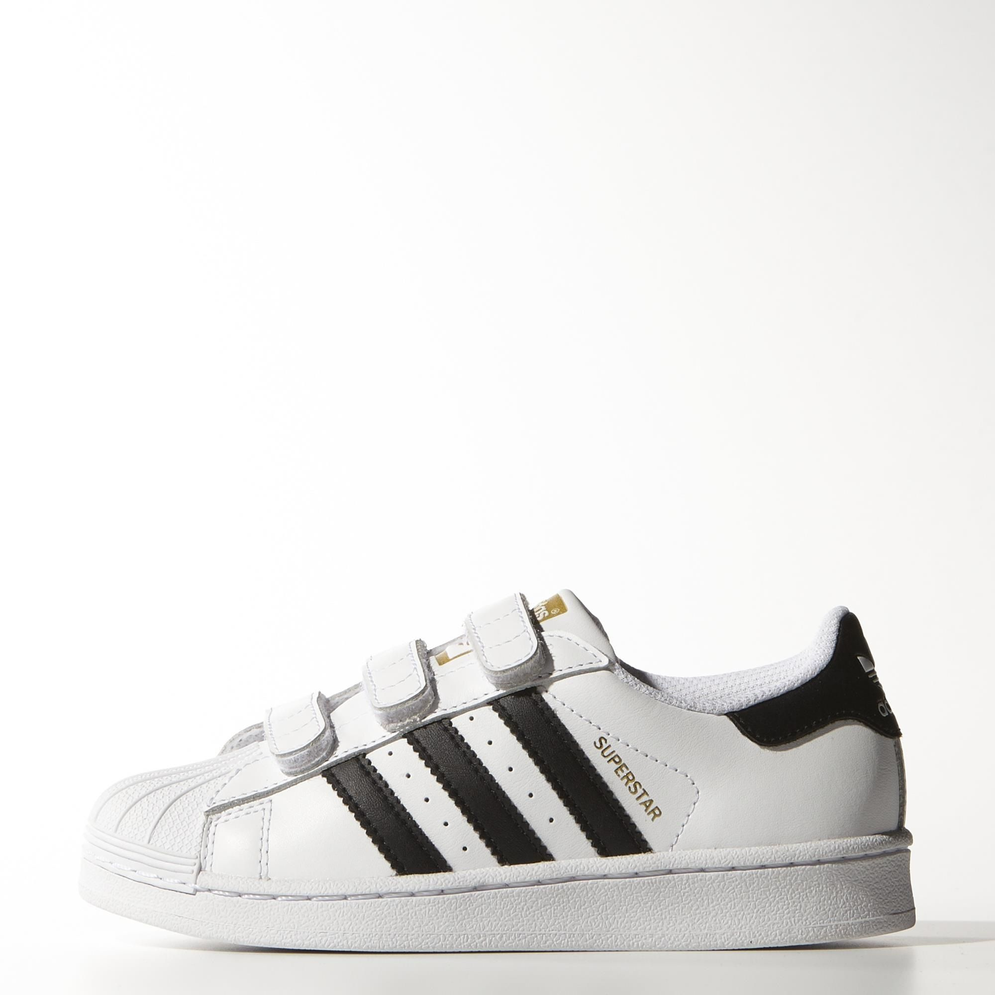 Inspired by the iconic '70s basketball shoe, the adidas Originals Superstar  downsizes the classic