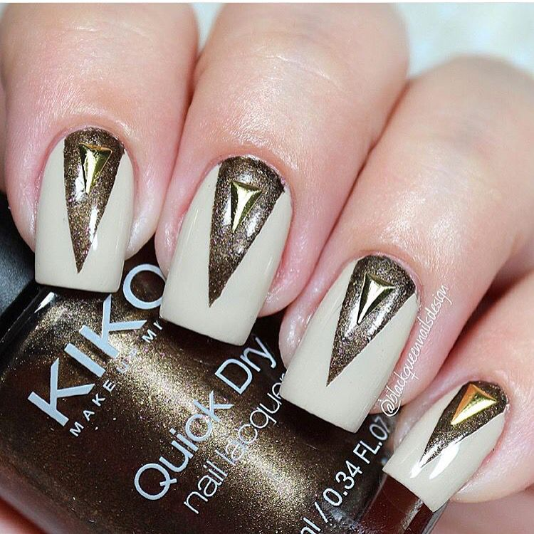This is how to turn a nude mani into a party! Perfection by @blackqueennails - Deep Chevron Nail Vinyls snailvinyls.com