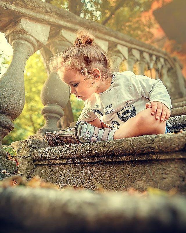 Во дворе | лестница | Фотография малыша, Детские фотки и ...
